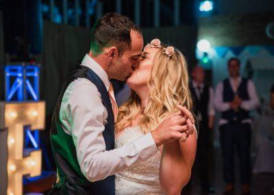 couple kiss in Northamptonshire wedding venue